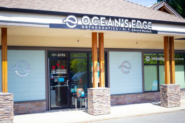 Office Exterior Oceans Edge Orthodontics 2020 Nanaimo Canada Orthodontist 3 1 600x400 - Request An Appointment
