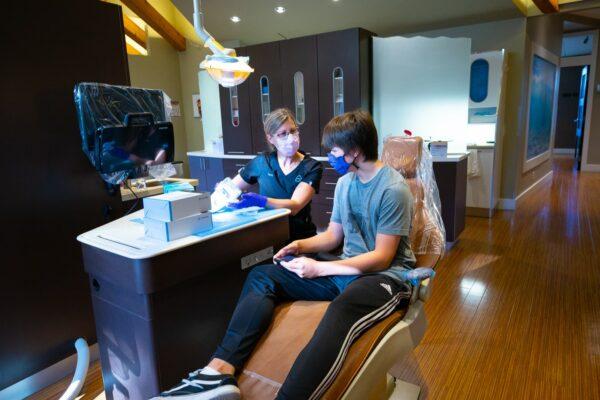 Staff Candids Oceans Edge Orthodontics 2020 Nanaimo Canada Orthodontist 10 600x400 - Meet The Team